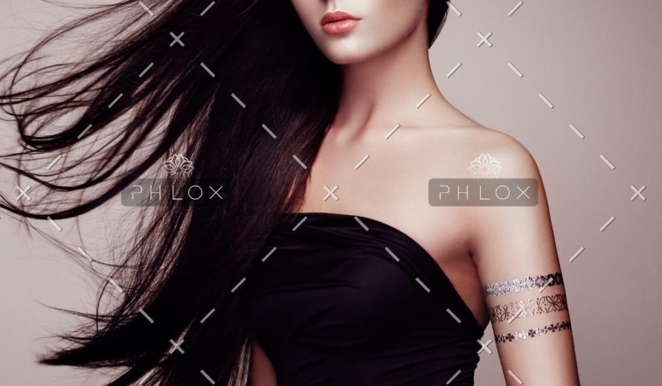 fashion-portrait-of-elegant-woman-with-PRWMEEU